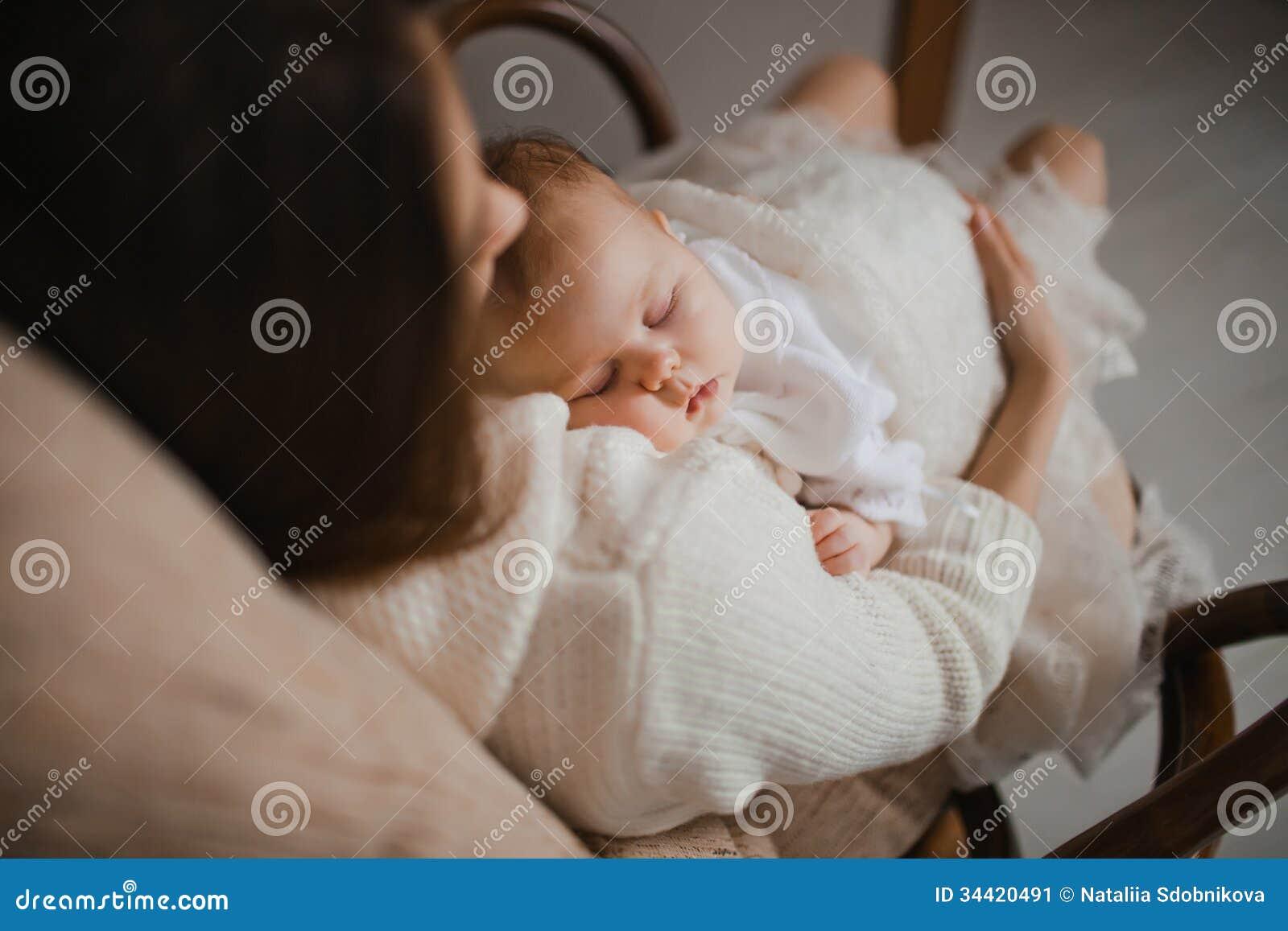 Спящая мать фото 20 фотография
