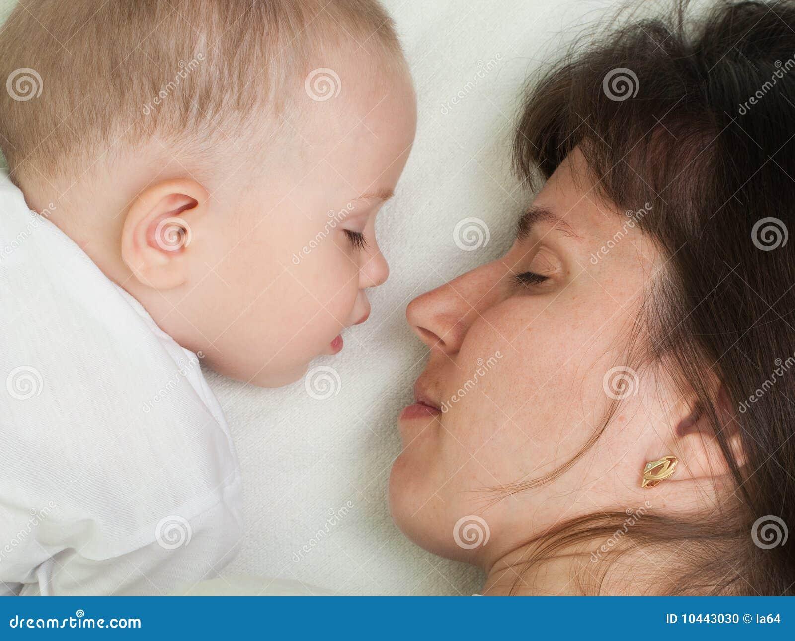 Спящая мать фото 7 фотография