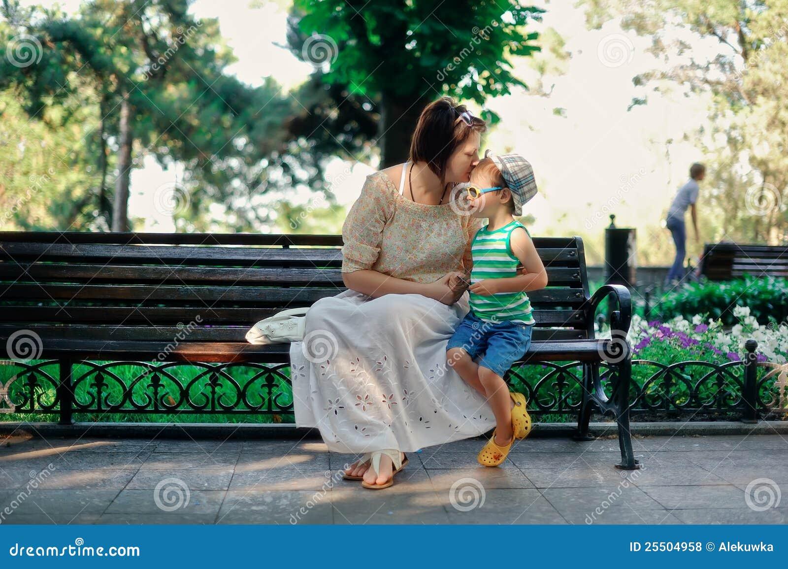 Сын доит свою мать 7 фотография