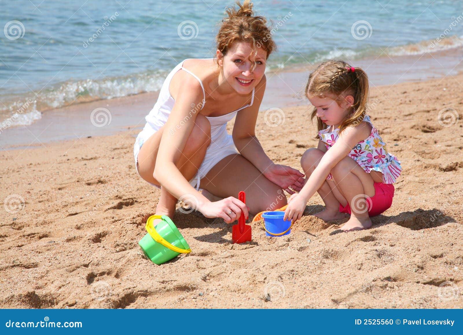 Фото с пляжей мам и дочек 24 фотография
