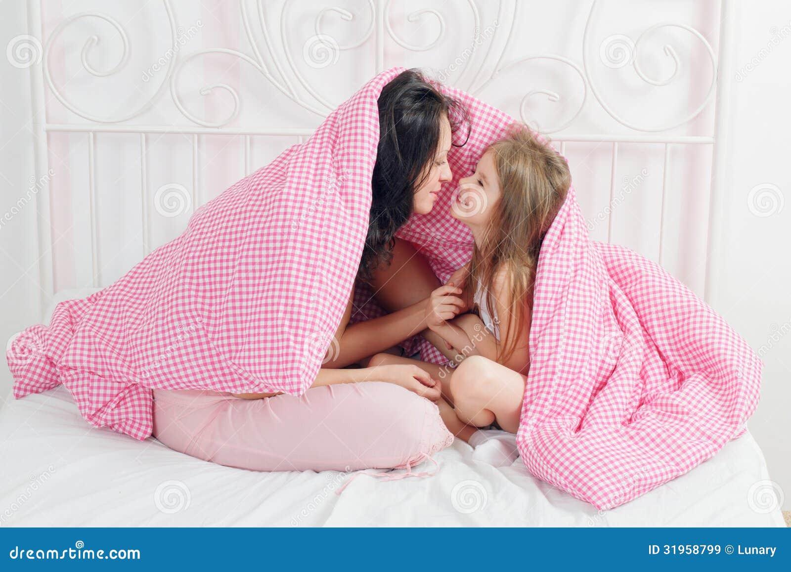 Спать с дочкой 4 фотография