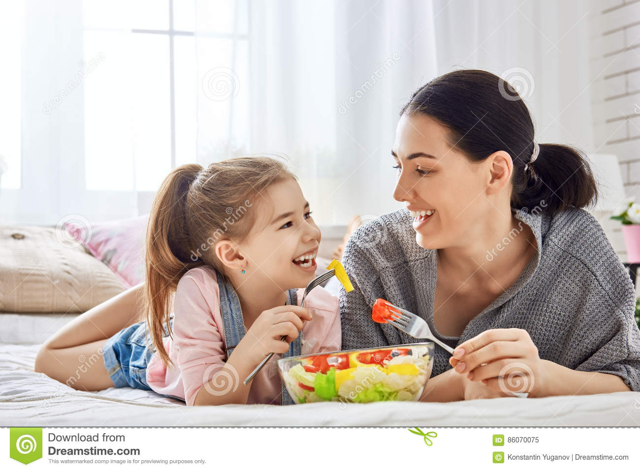 Mother daughter eating pussy