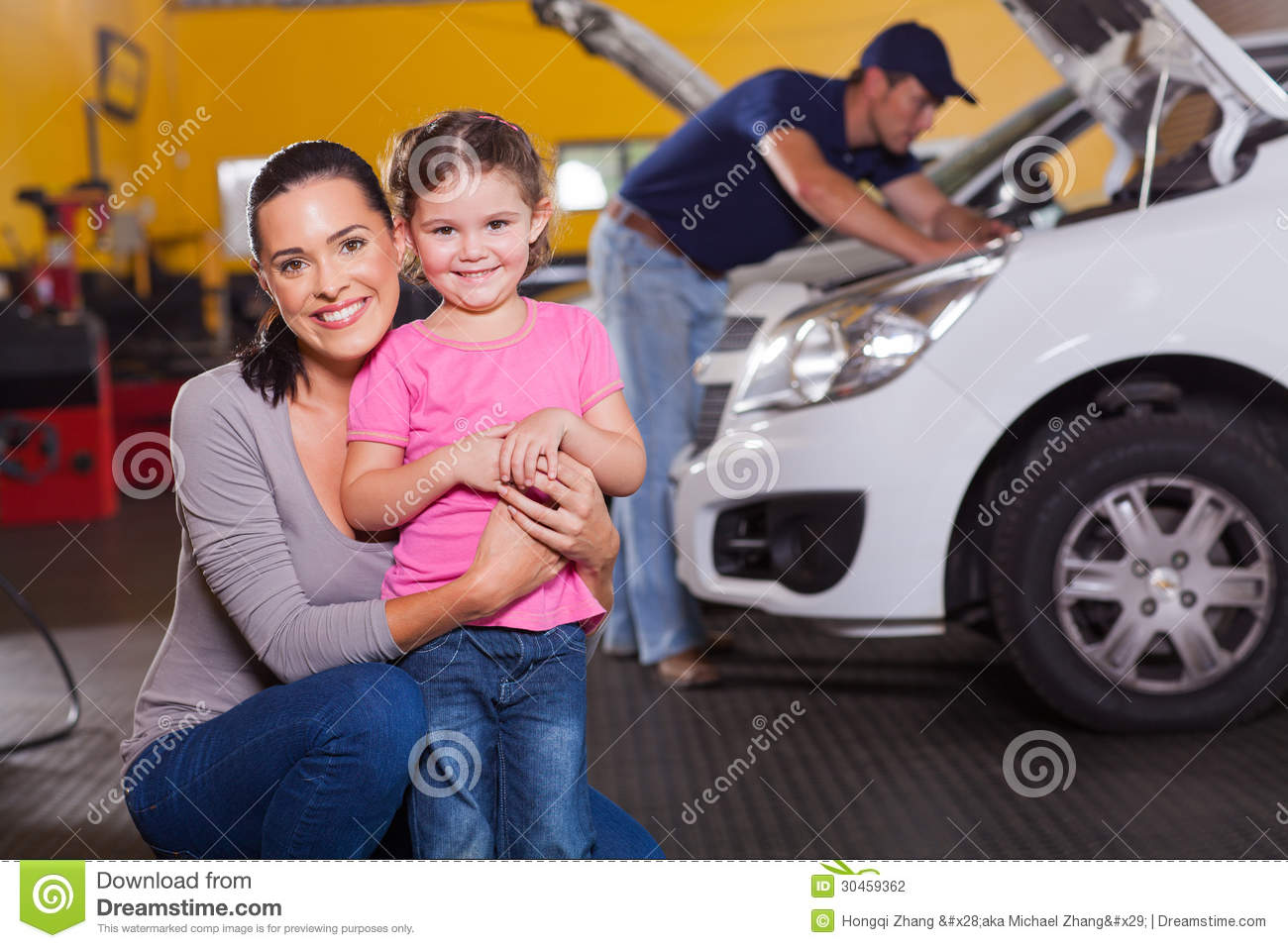 Mother daughter garage stock photography image 30459362 for Garage happy car