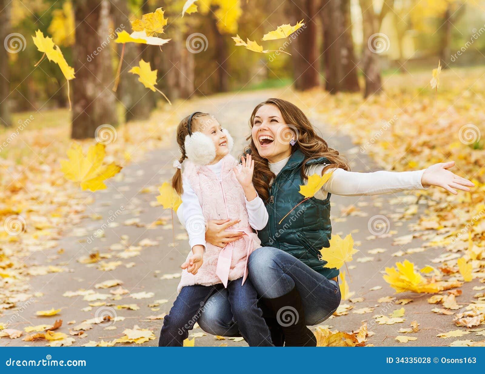 Идеи для фото: дочки вылитые мамы Дочки и мамы