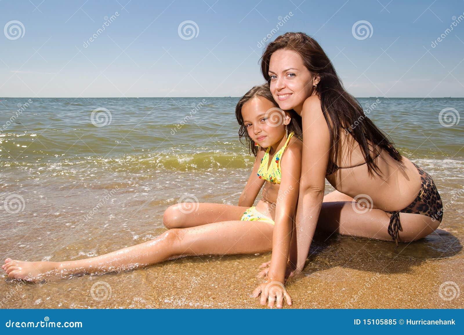 Фото с пляжей мам и дочек 15 фотография