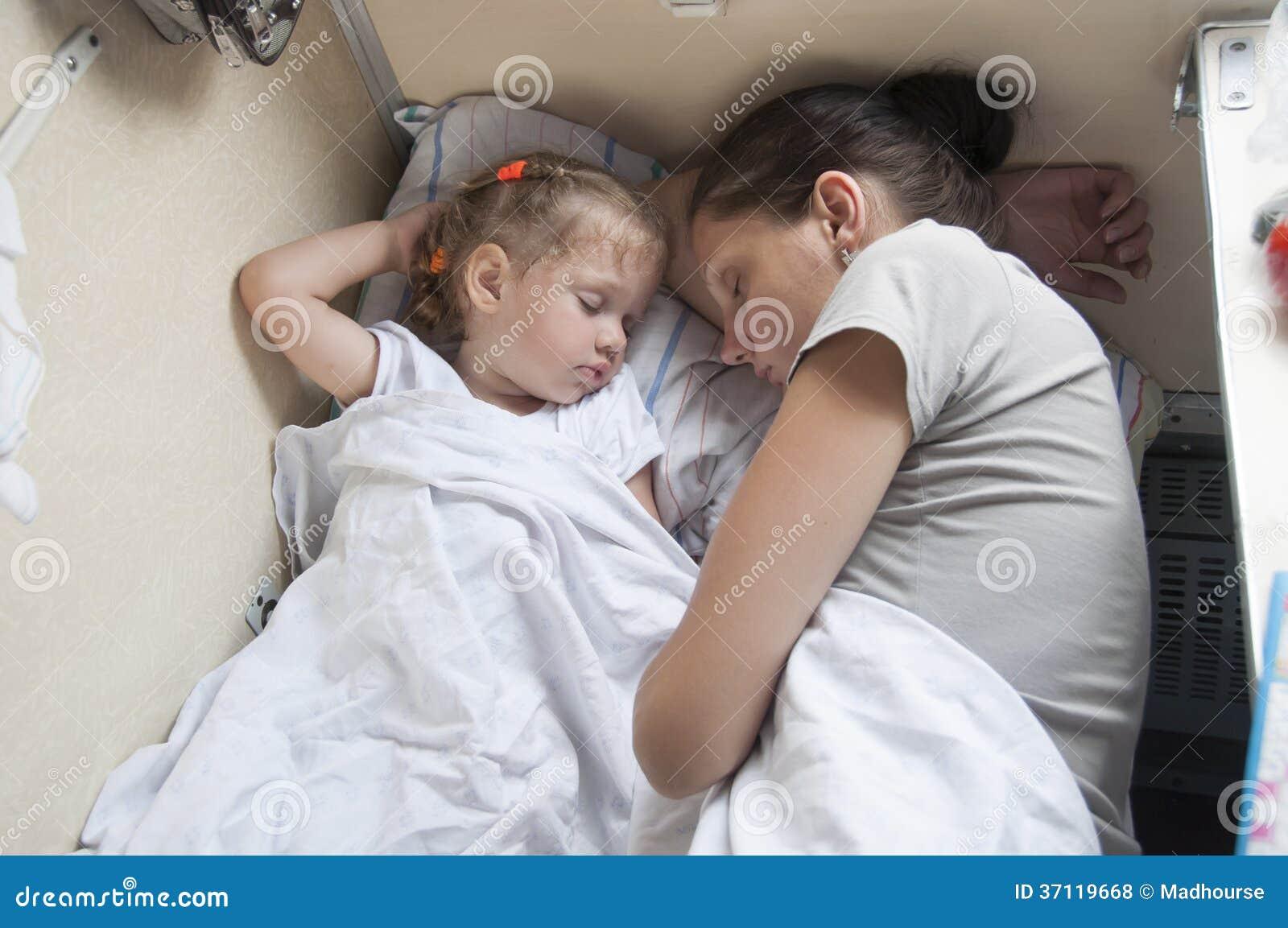 Смотреть как мама и дочка 19 фотография