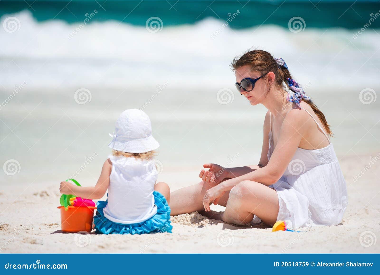 mama-nudistka-s-sinom