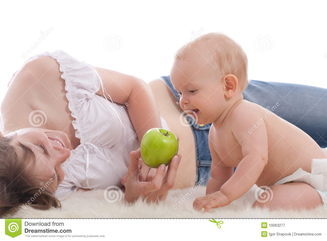 how to give apple to infants