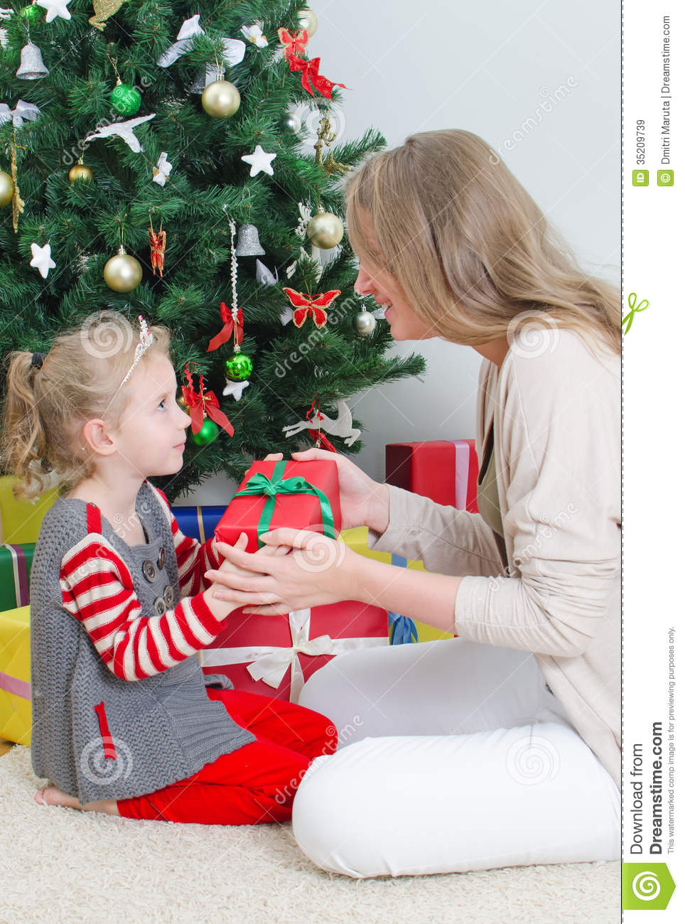 Mother Giving Her Daughter Gift Royalty Free Stock Images
