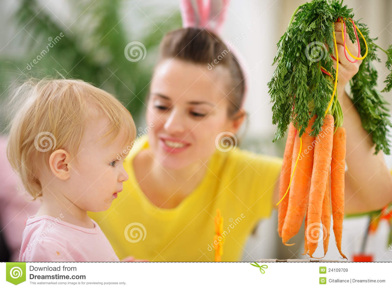 Kitchen garden stock photos royalty free images amp vectors - Woman Washing Carrots Royalty Free Stock Images Apps
