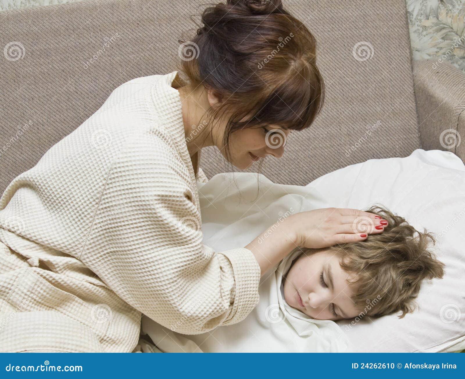 Сын трахнул спяши маму, Спящая мама, порно видео со спящей мамой онлайн 28 фотография