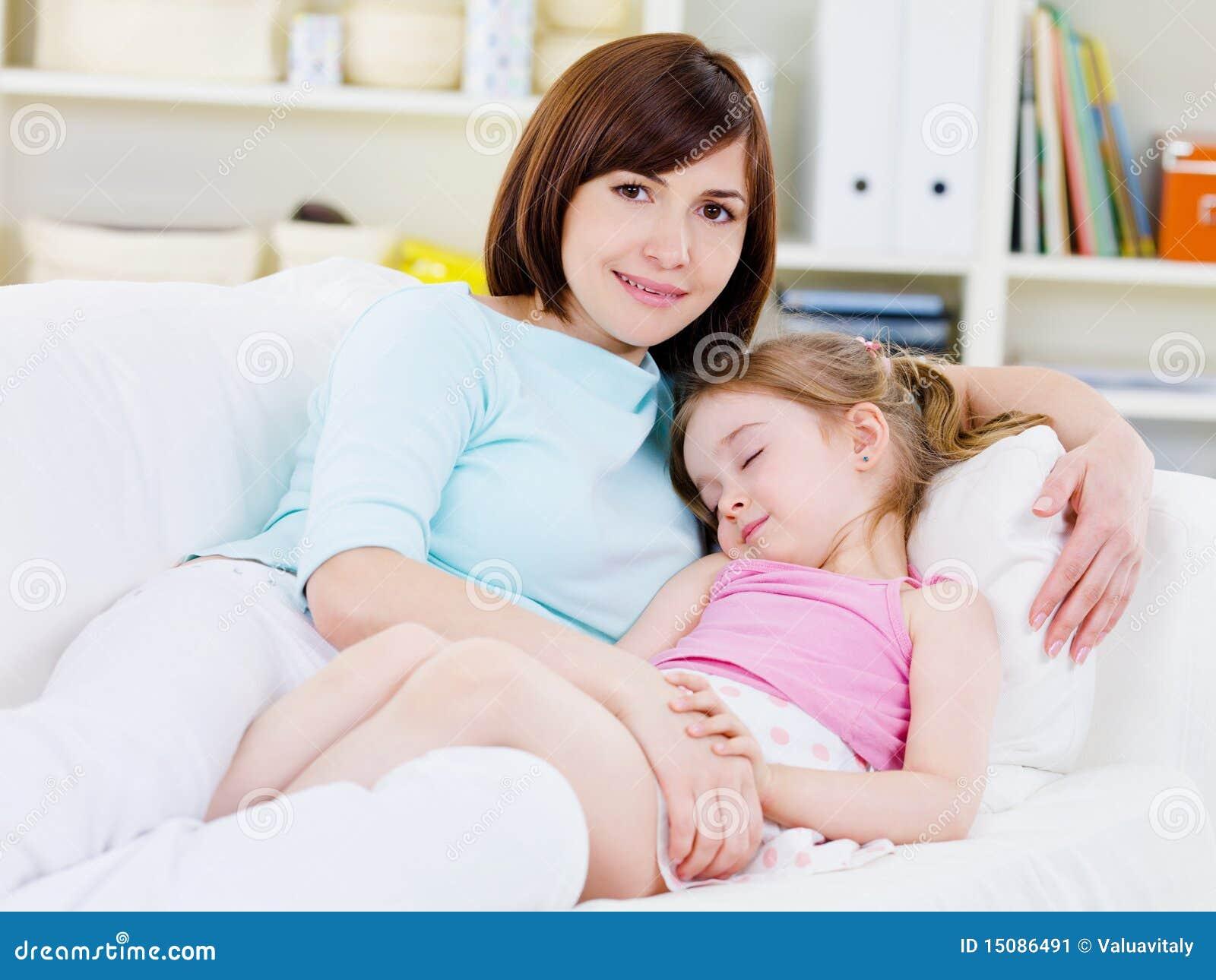 Жмж мама с дочкой отрывается