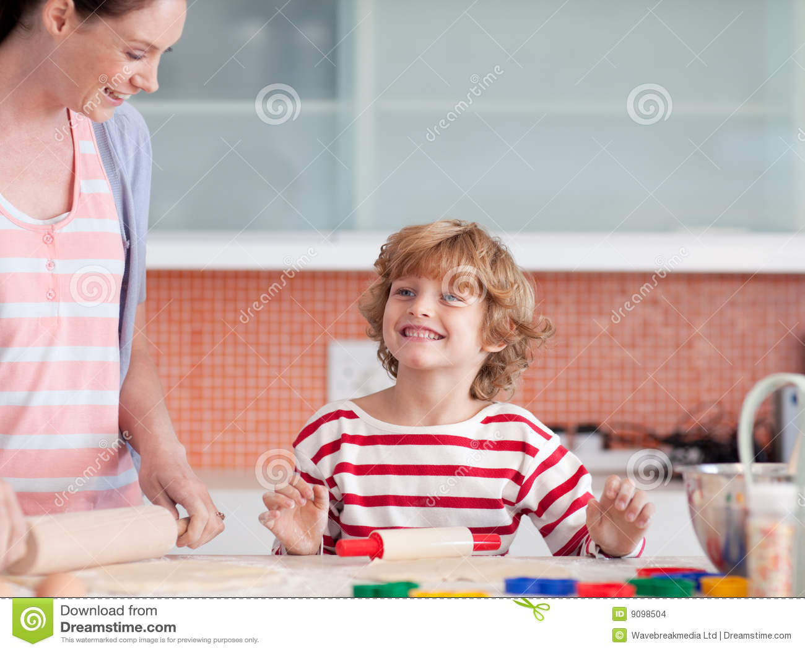 Сын подглядывает за матерью в бане, Порно сын подглядывает за мамой в бане HD 29 фотография