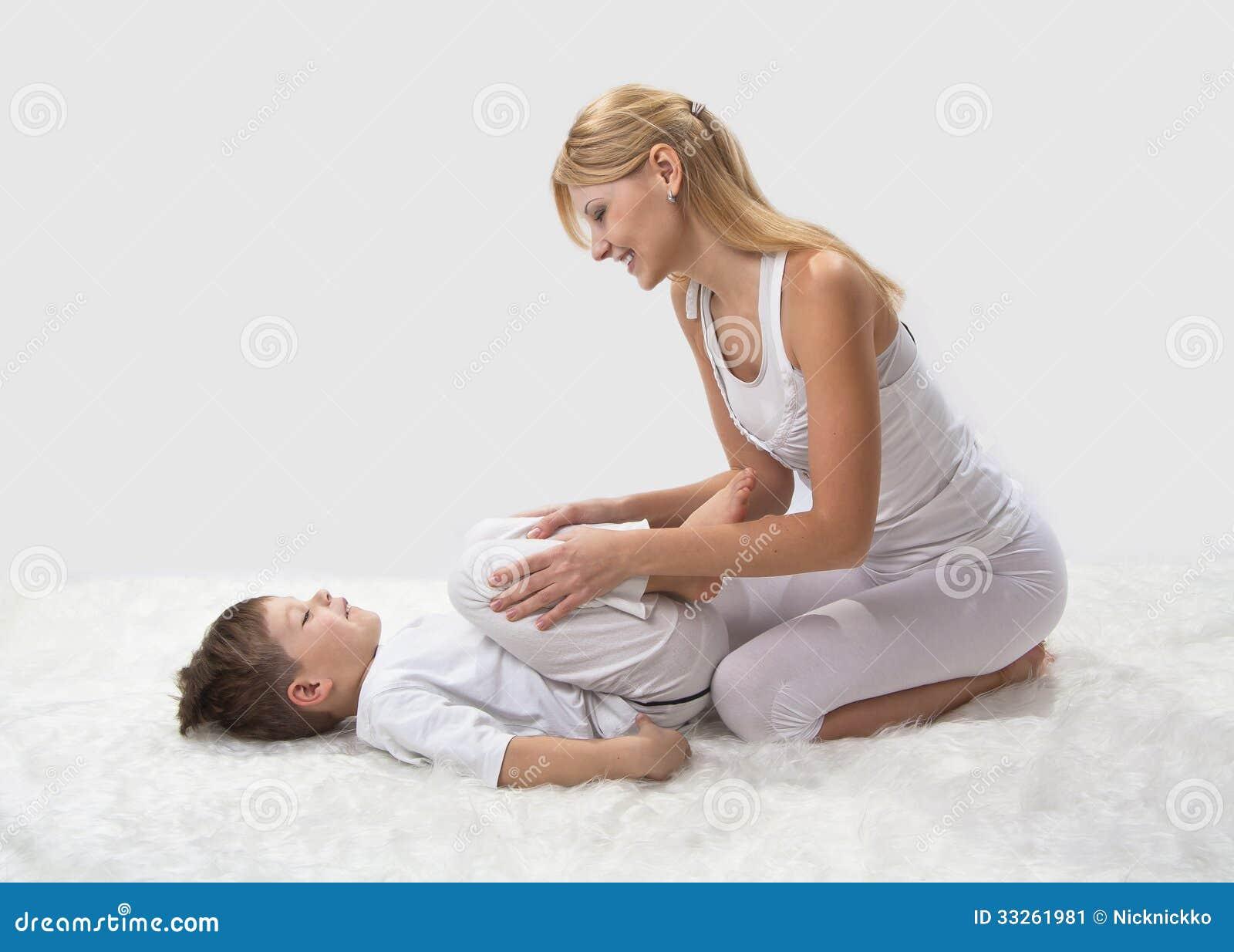 Секс сын трахает мать в картинках, Мама и сын » Инцест фото. Порно мамы и сына, папы 21 фотография