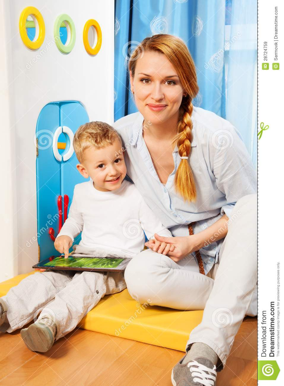 mother son gadget royalty free stock images image 28724759