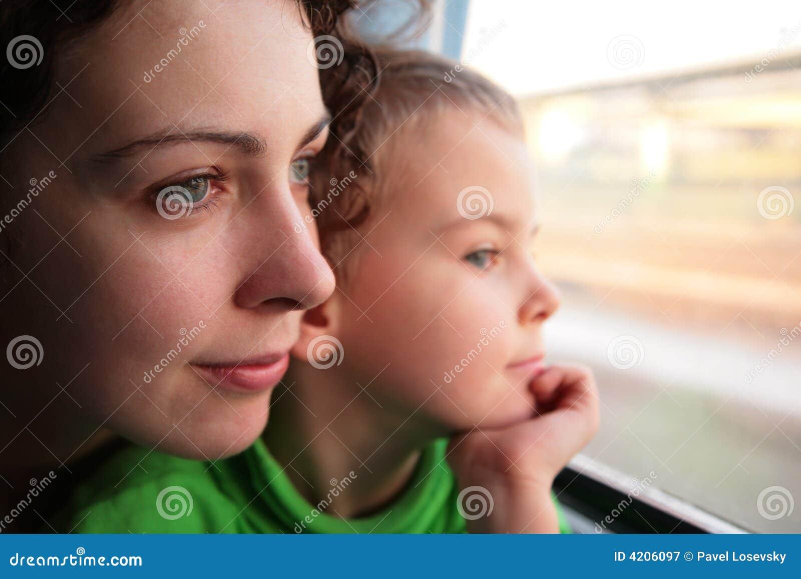 Сын смотрит как маму 6 фотография