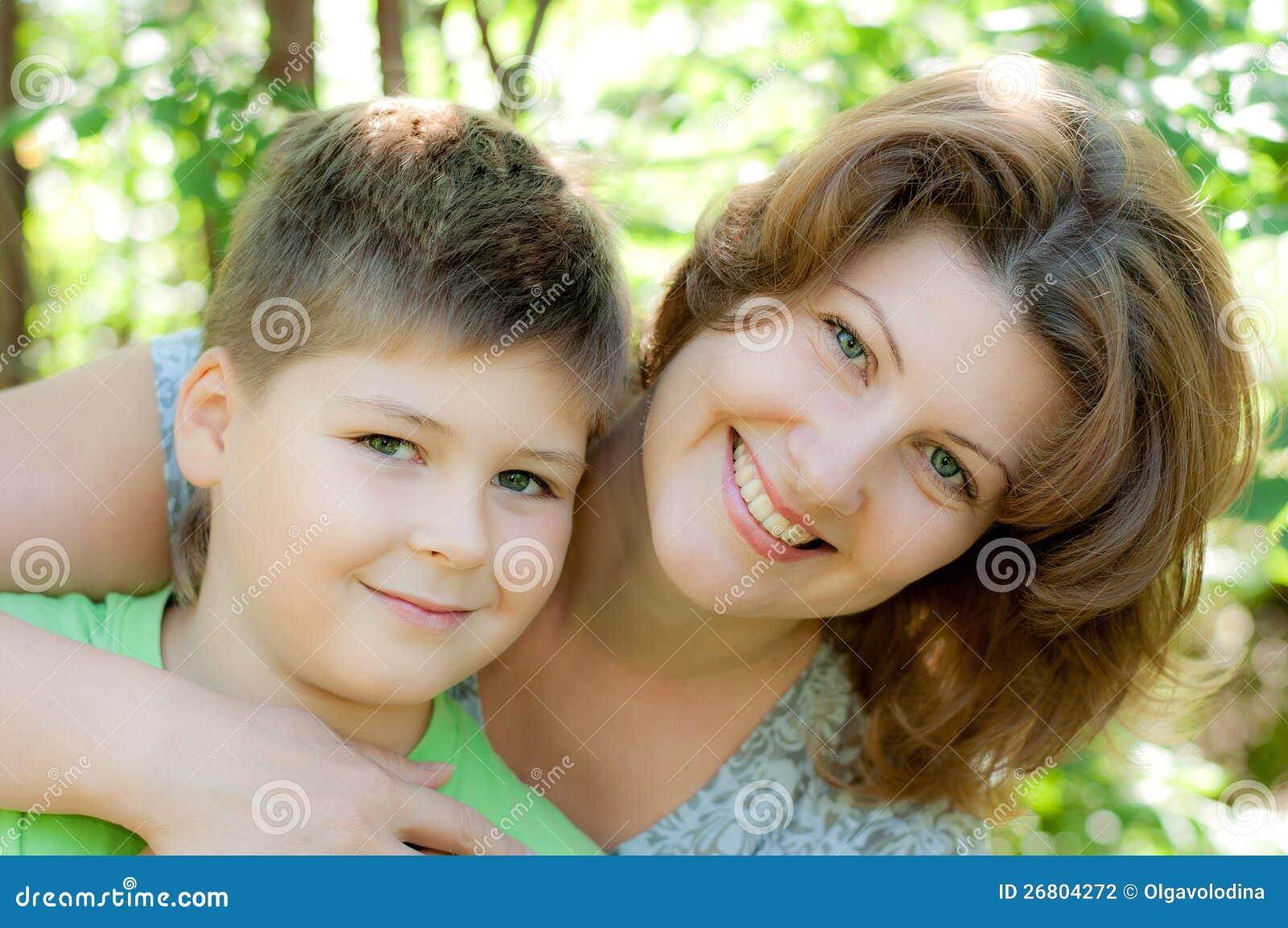 Сын ебеть свою маму на дачу, Мама сын на даче: смотреть русское порно видео онлайн 26 фотография