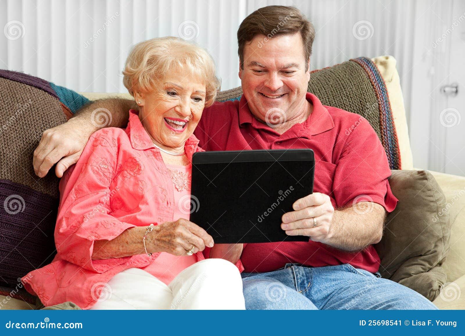 Сын и пожилая мать 26 фотография