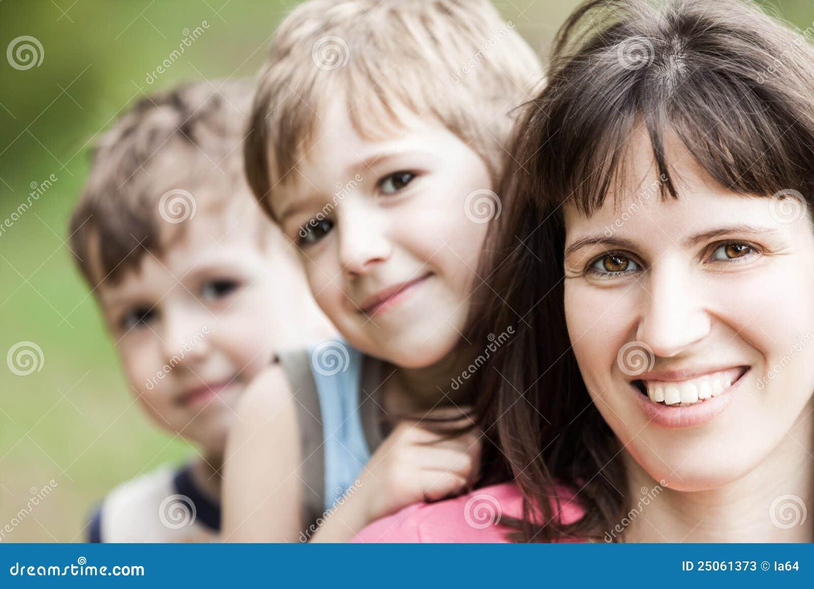 Зрелые с молодыми, межвозрастной секс, инцест - мать и сын, старые и молодые