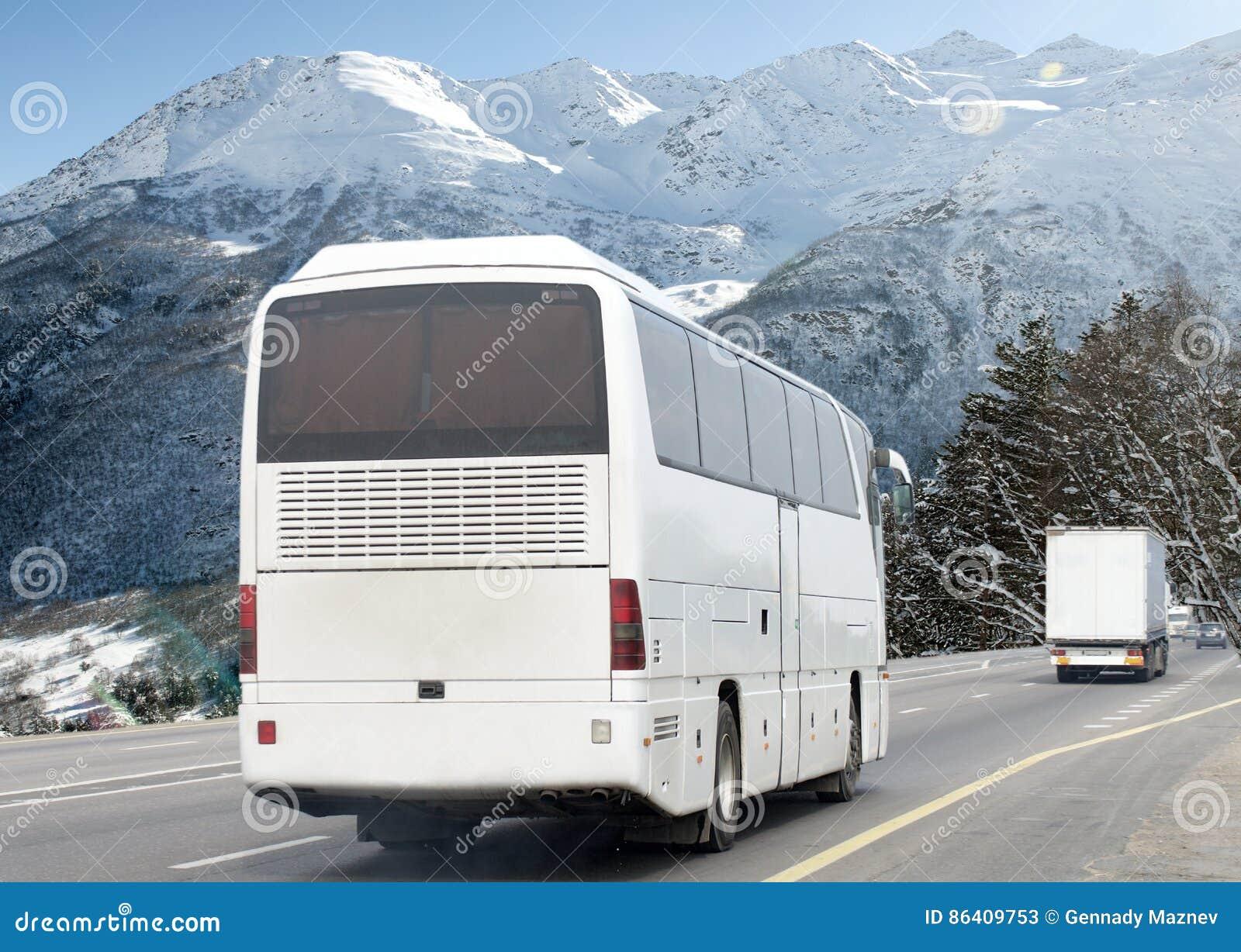 Motie vaag beeld van het drijven van bus