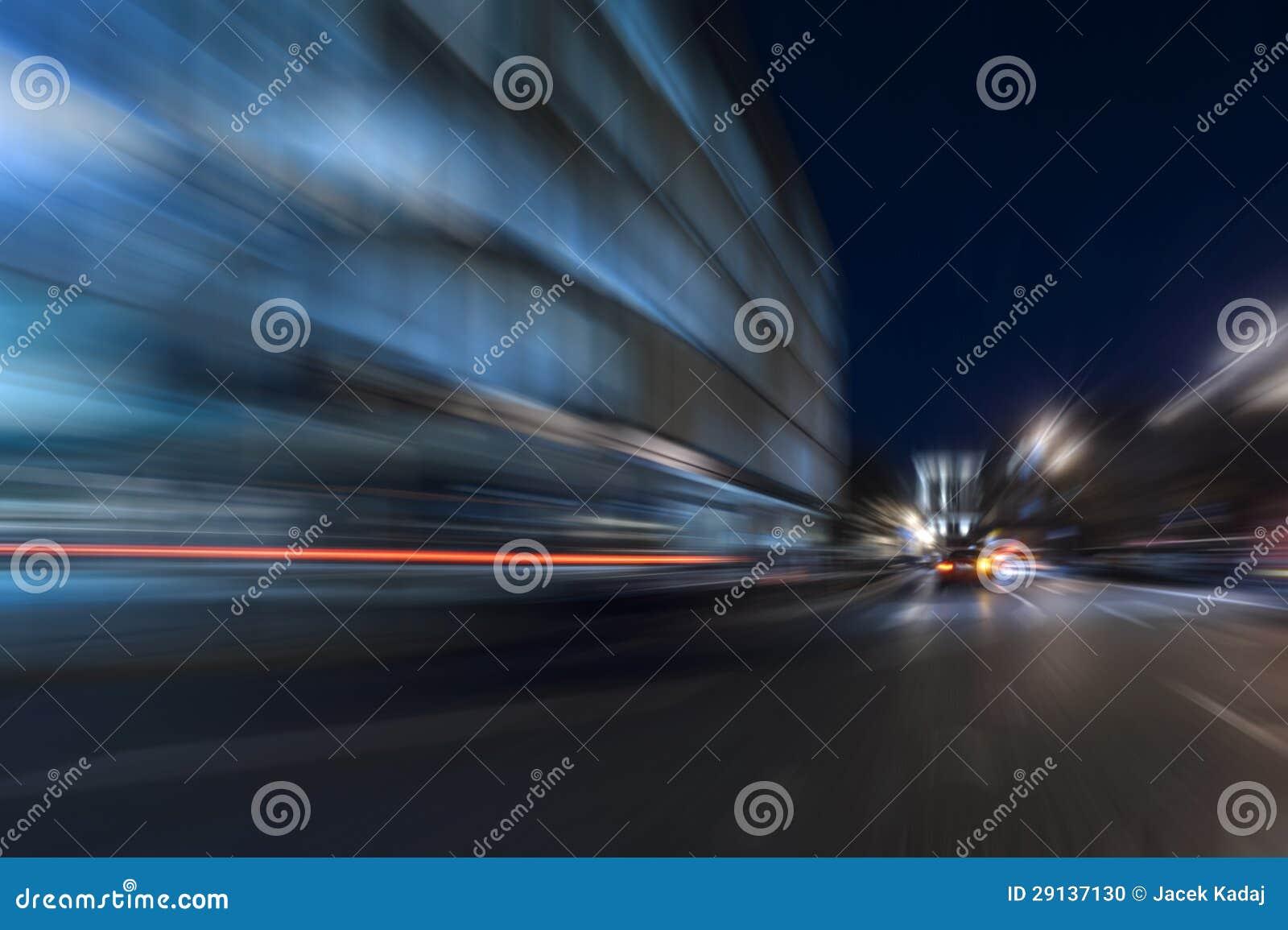 Moto di velocità di accelerazione di notte