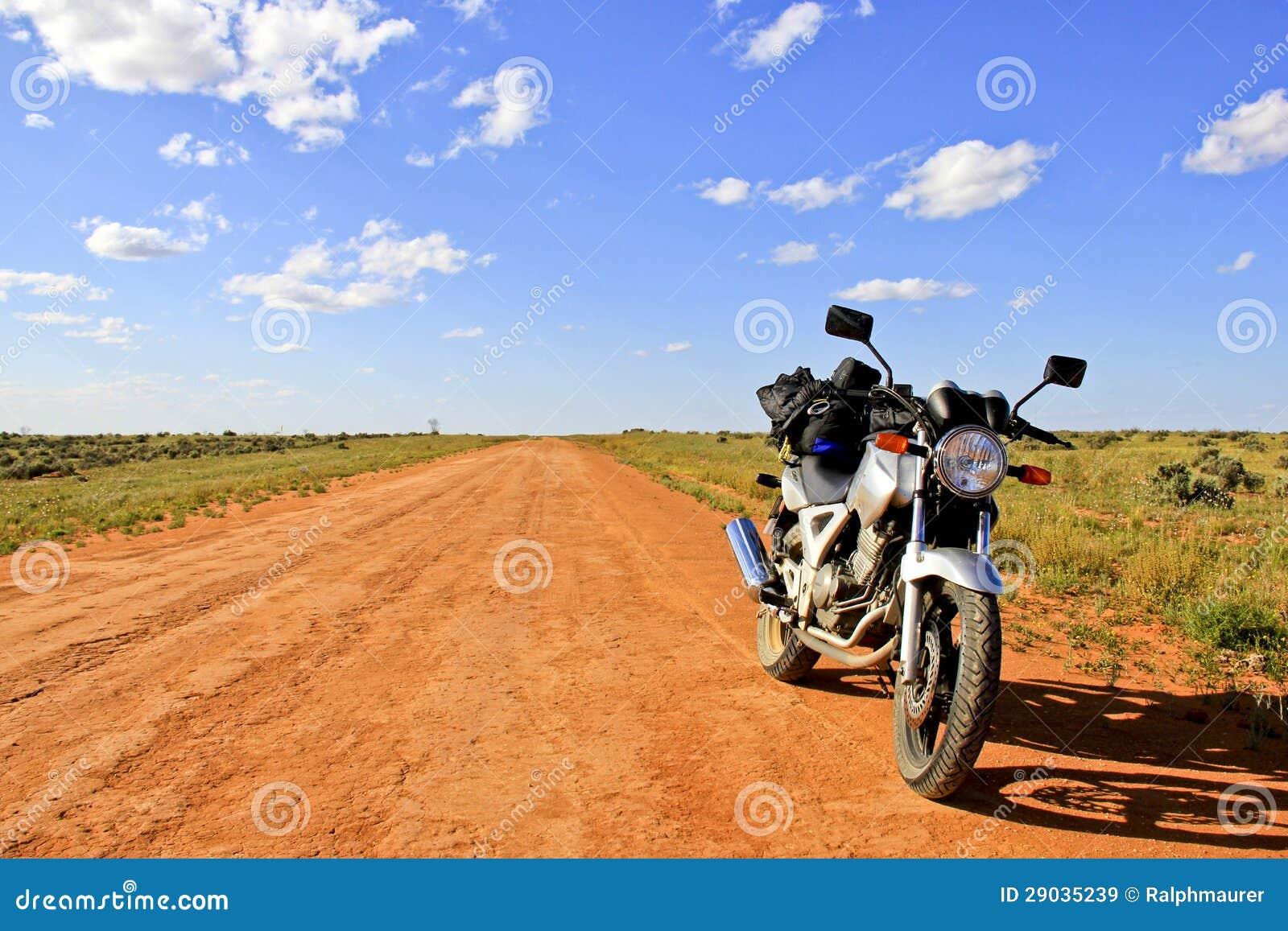 https://thumbs.dreamstime.com/z/moto-sur-un-chemin-de-terre-vide-%C3%A0-l-int%C3%A9rieur-australie-29035239.jpg