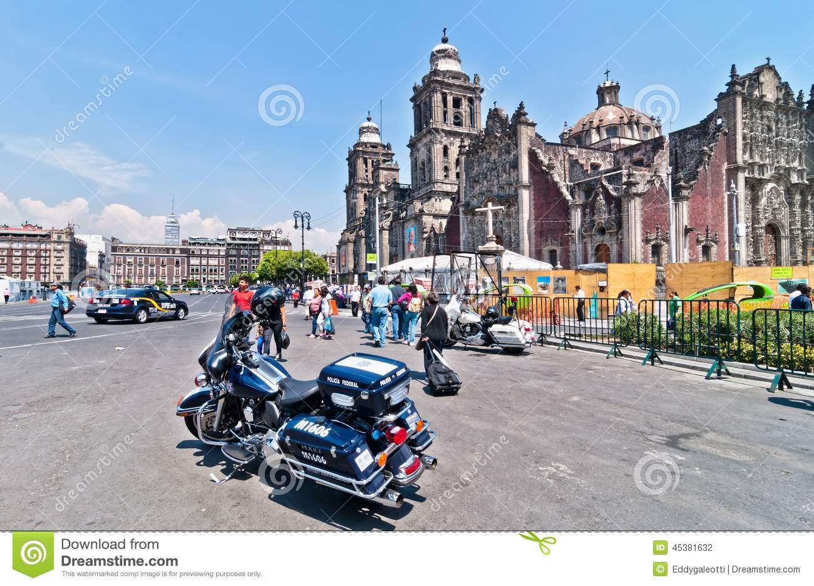 Moto Y Gente De La Polic A En Ciudad De M Xico C Ntrica