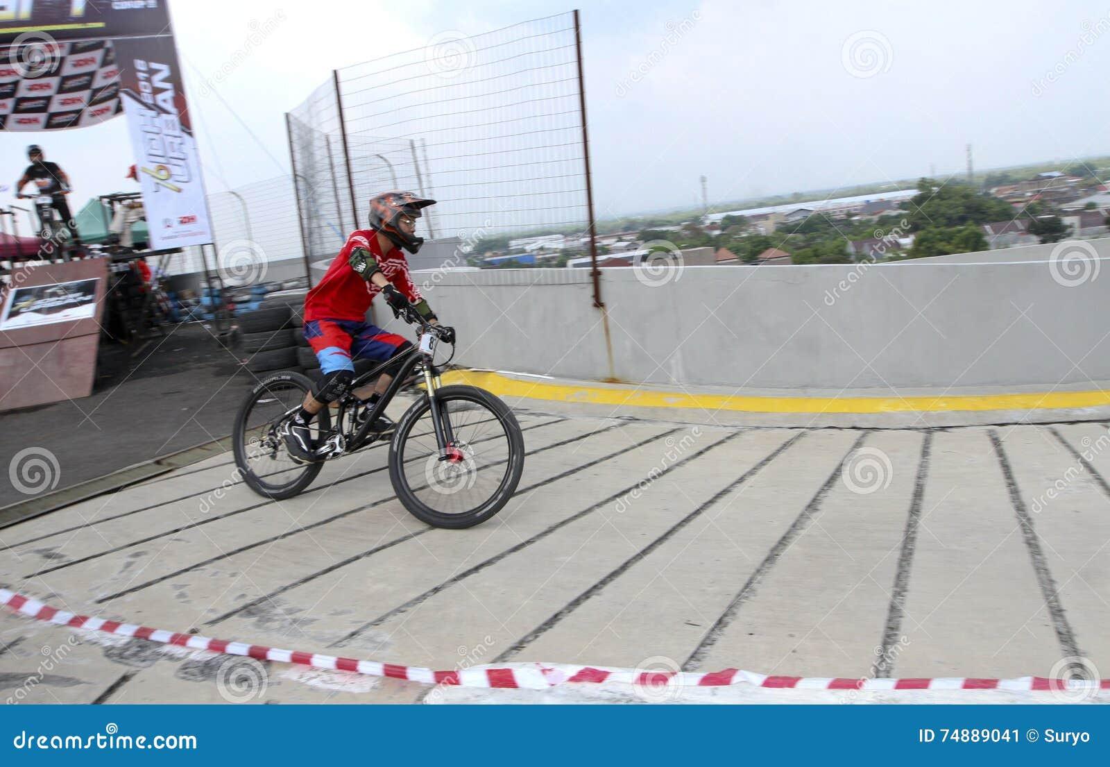 Motociclista da montanha