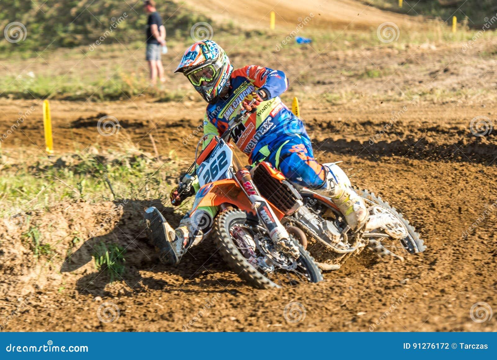 Motocrossryttare i loppet
