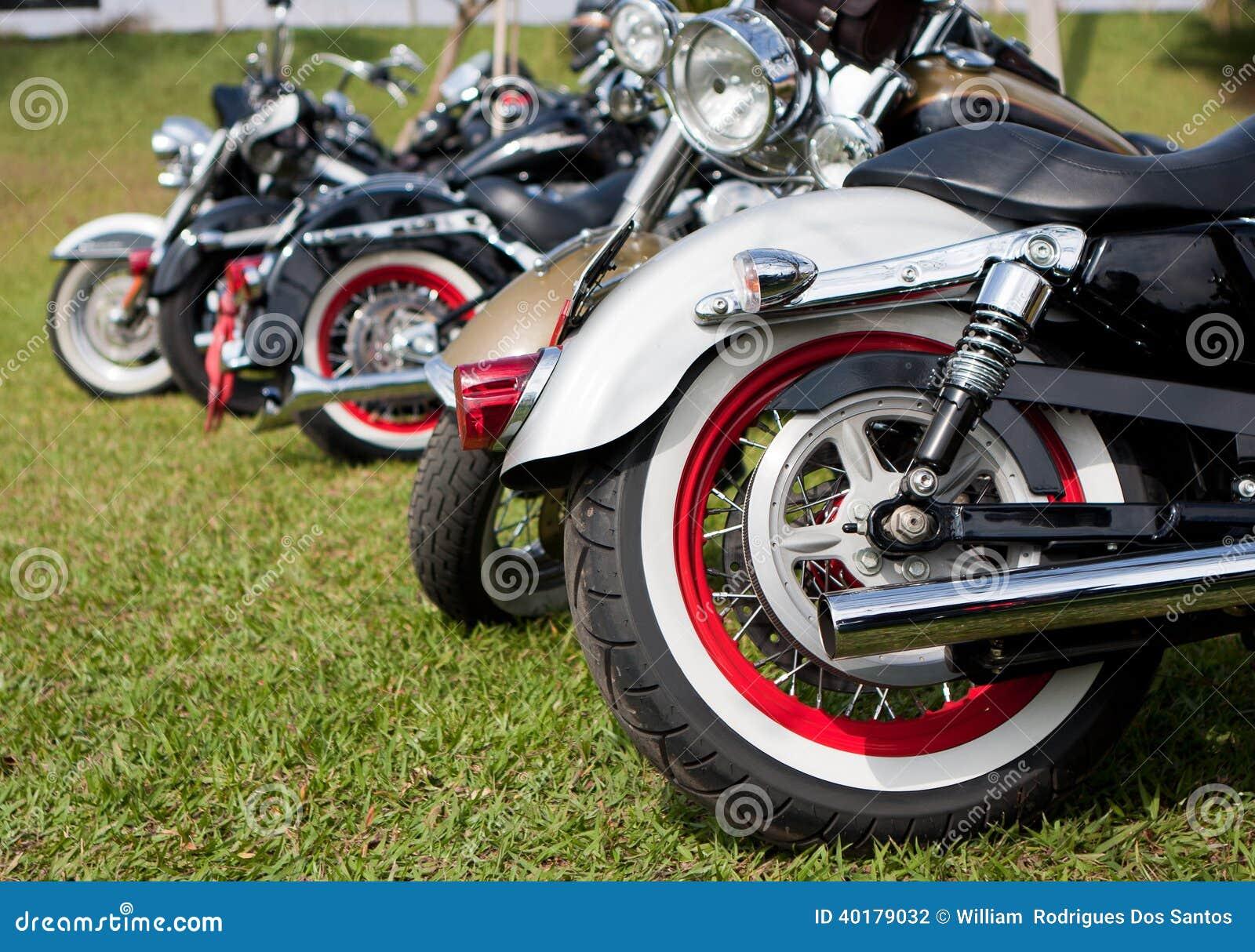 Motocykle parkujący