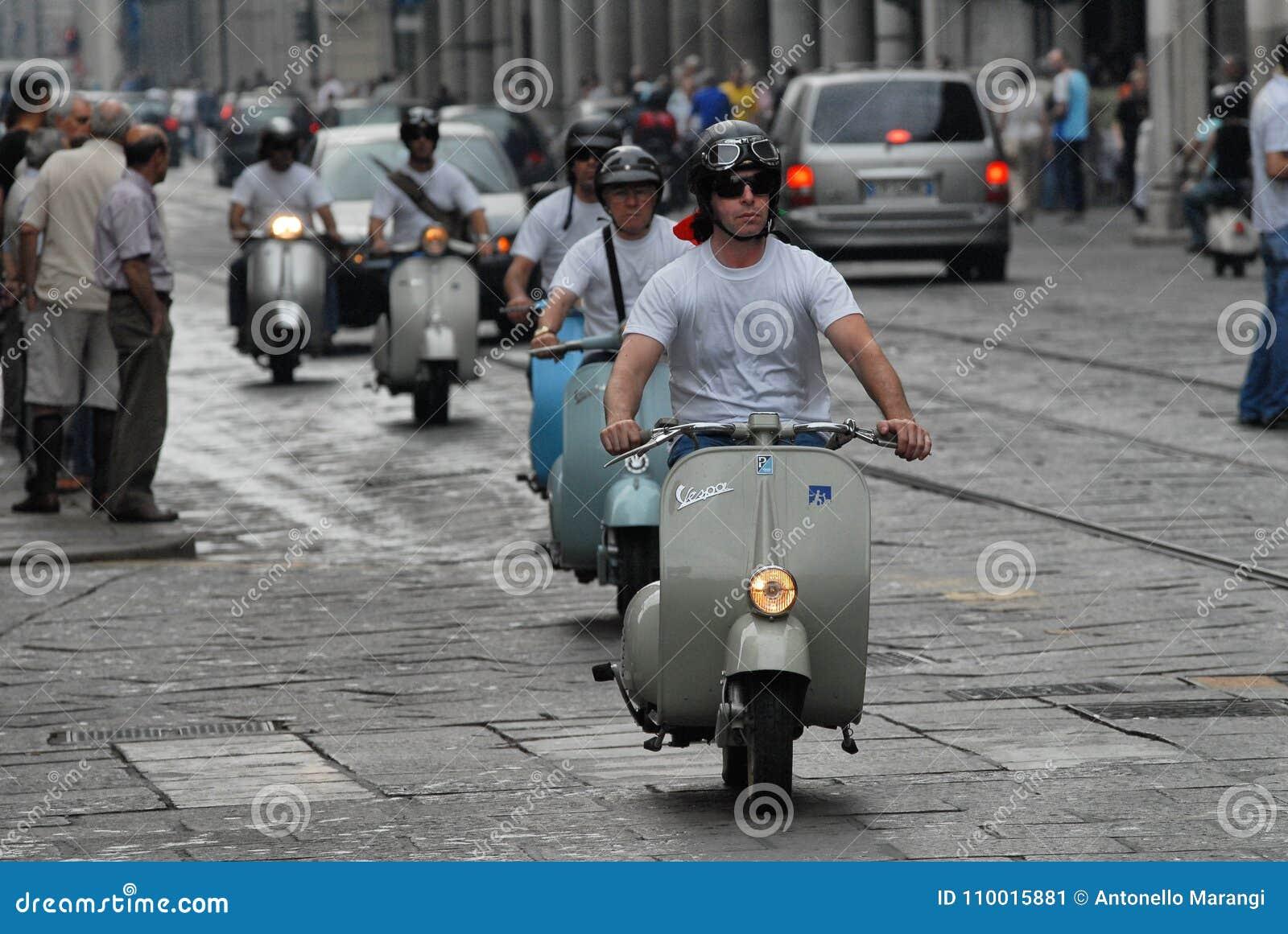 Motocyklu wiec rocznik hulajnoga ` Vespa włoski `