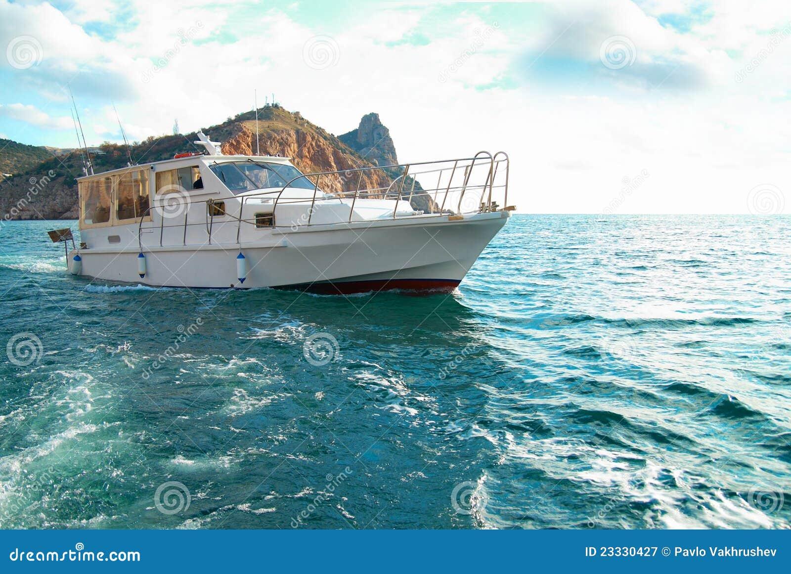 Motor Boat Cruising The Sea Royalty Free Stock Photography
