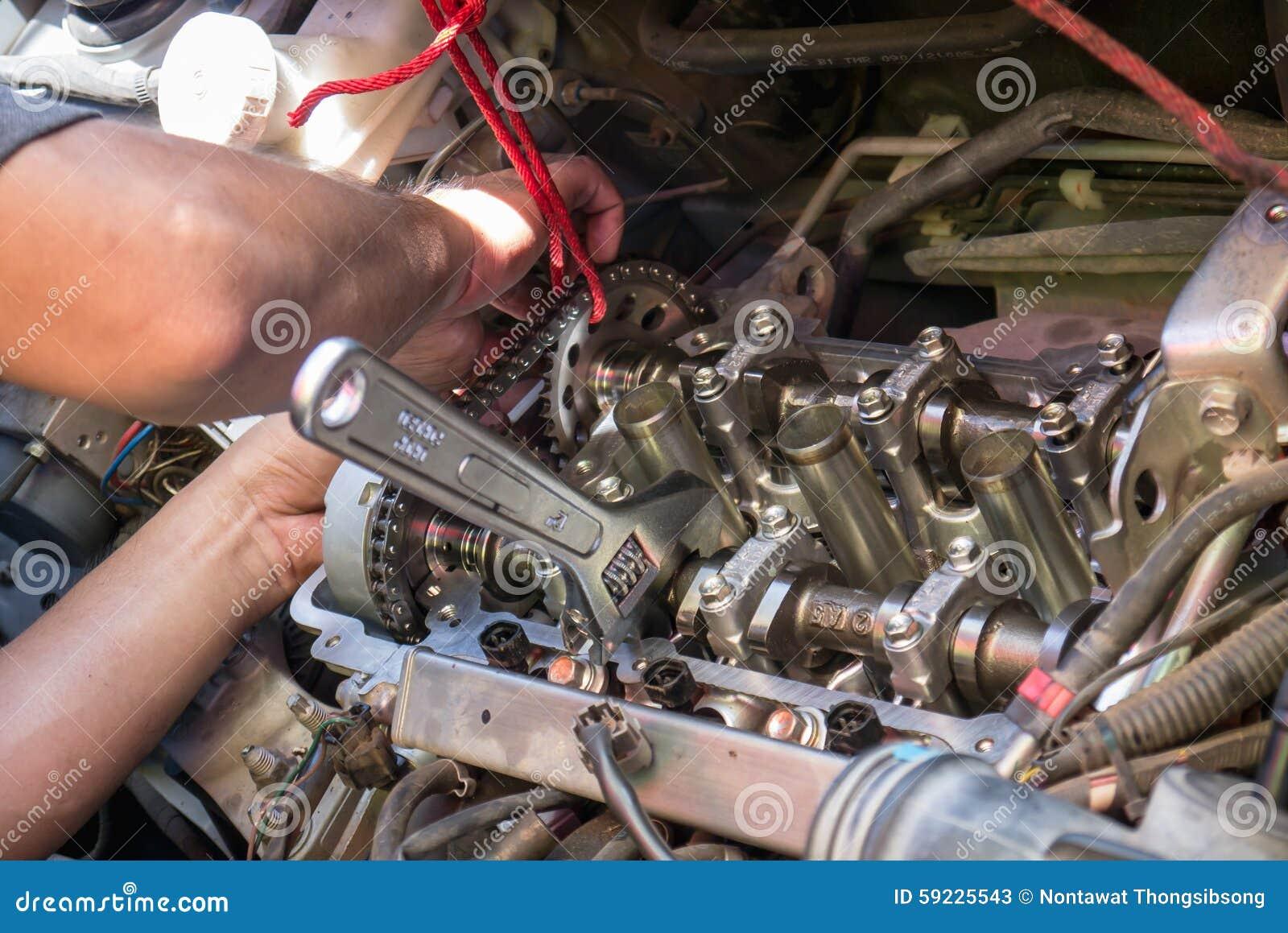 Download Motor De Coche De La Fijación Usando Método Local En Tailandia Imagen de archivo - Imagen de varón, ingeniero: 59225543