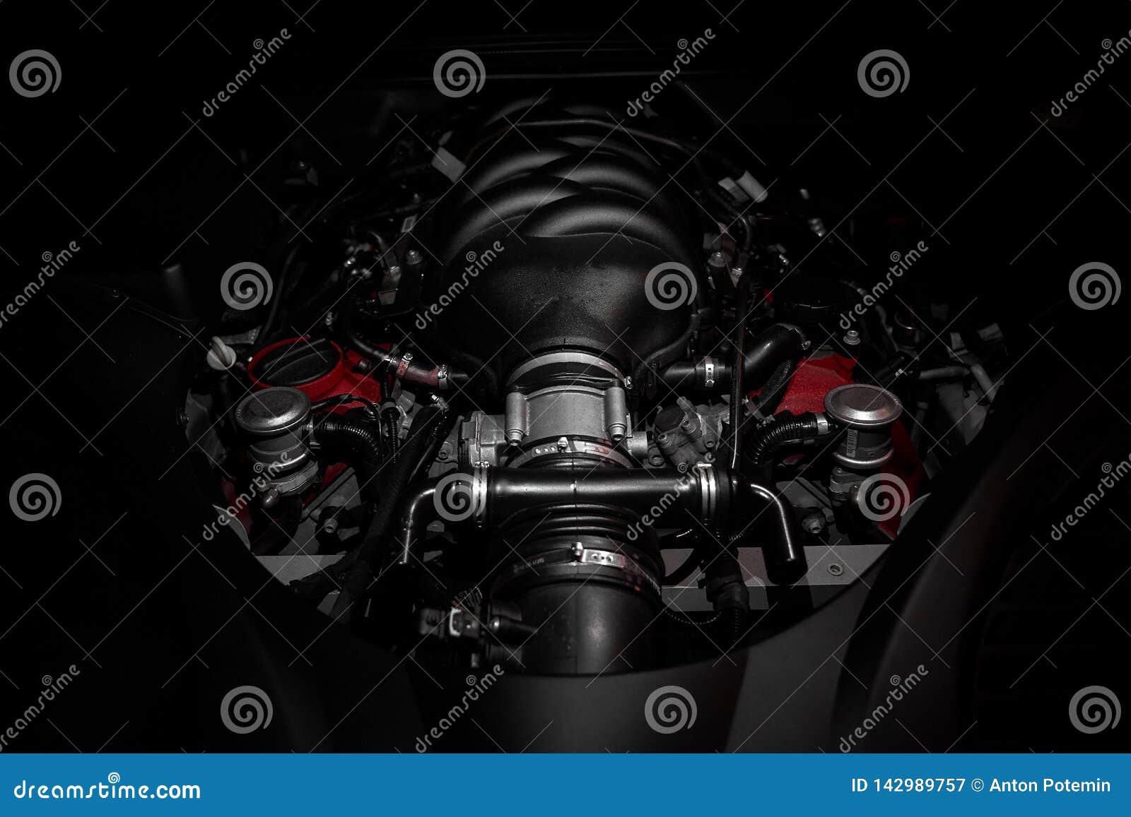 Motor potente de v8 del coche italiano rápido