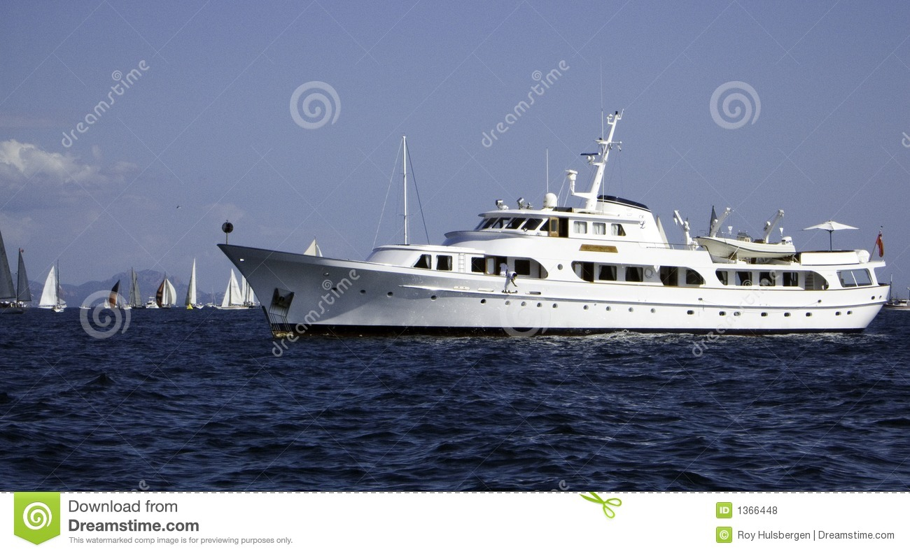 Motor yacht royalty free stock photos image 1366448 for Luxury motors of bay area