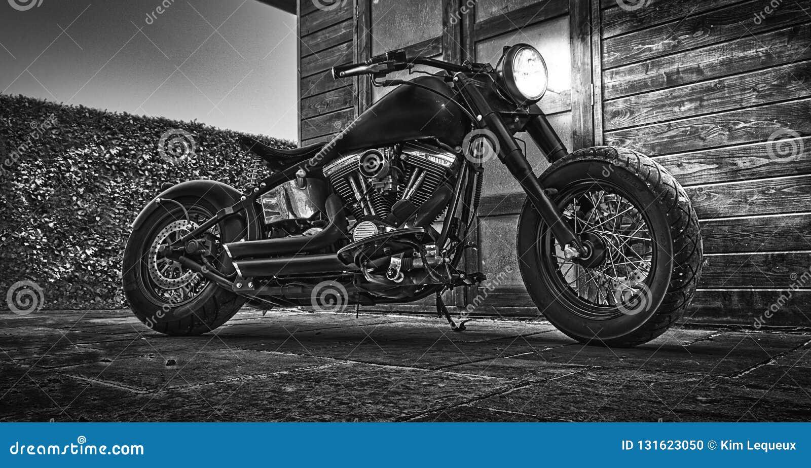 MotorCicle preto e branco