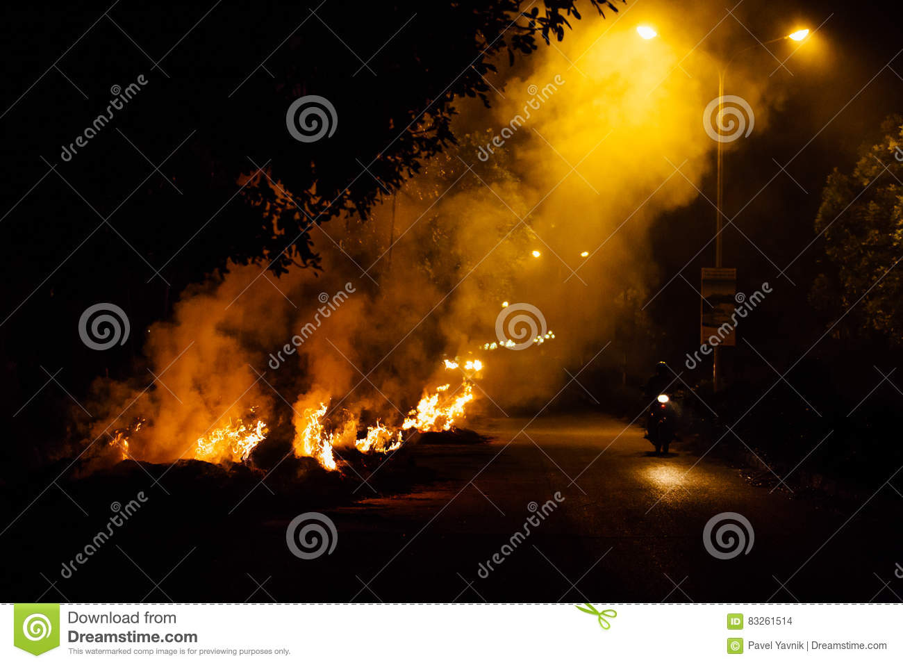 Motorcyclist goes up in smoke at night by burning garbage