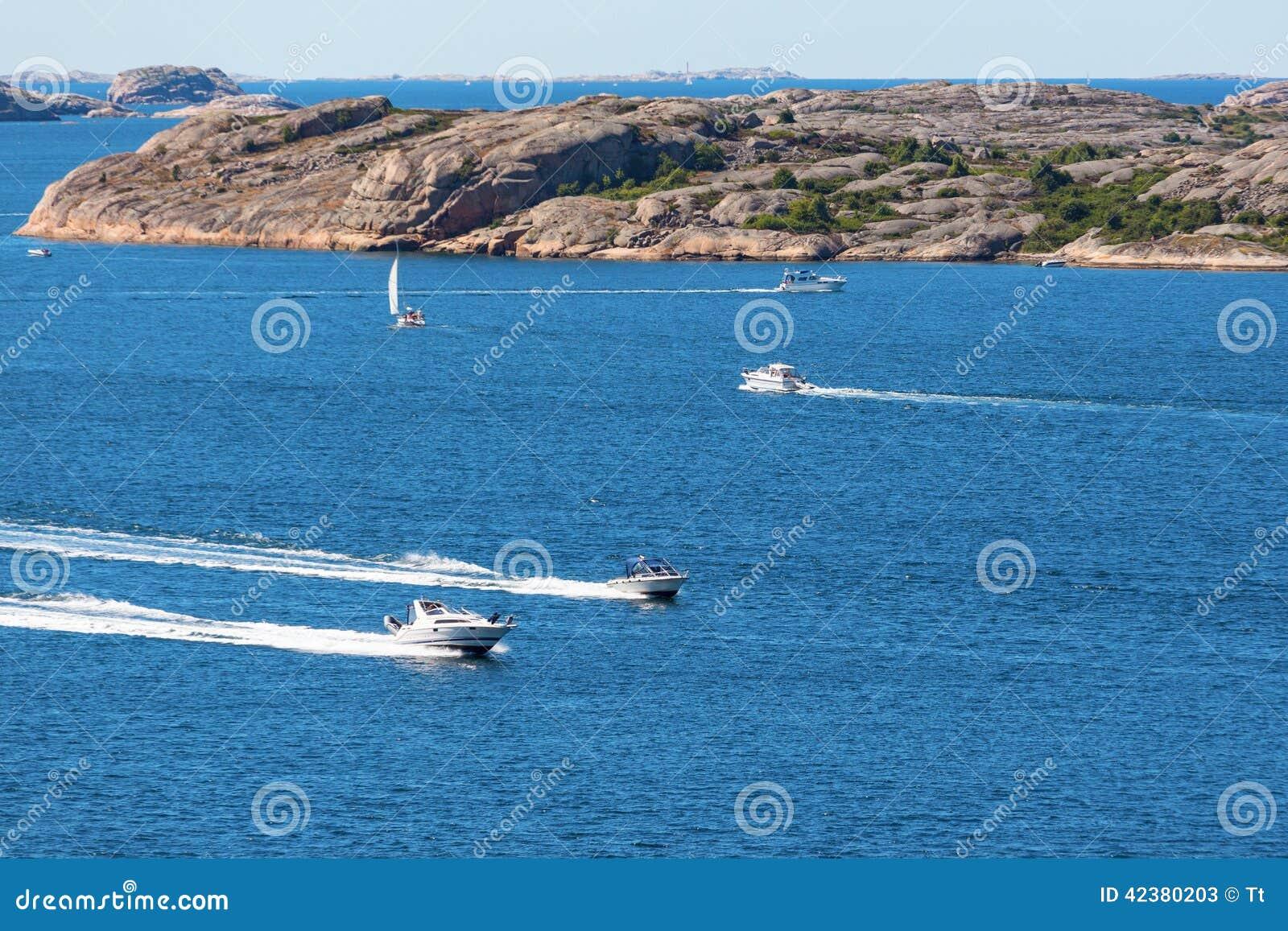 Motoriska fartyg på havet