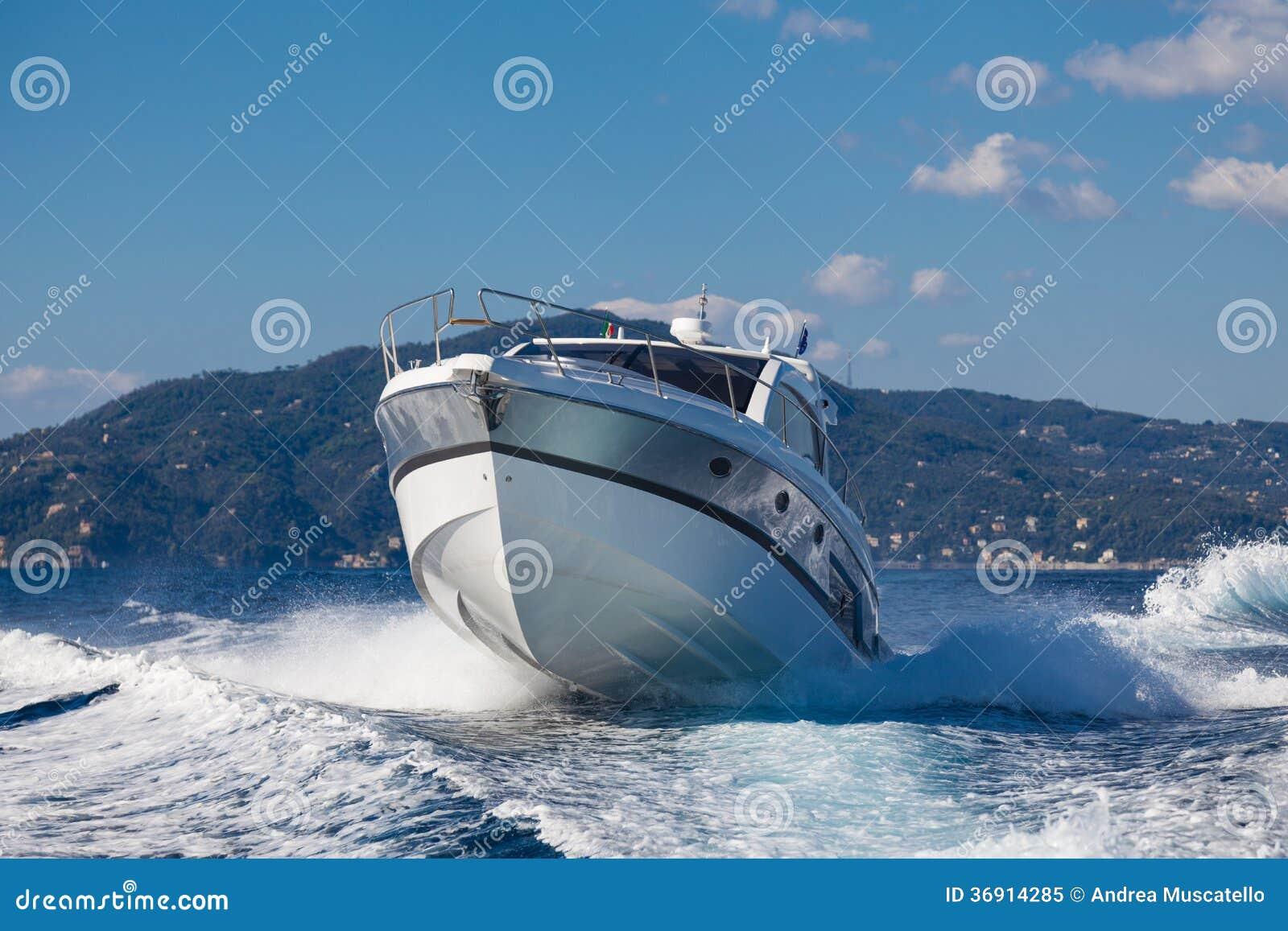 Motorowa łódź