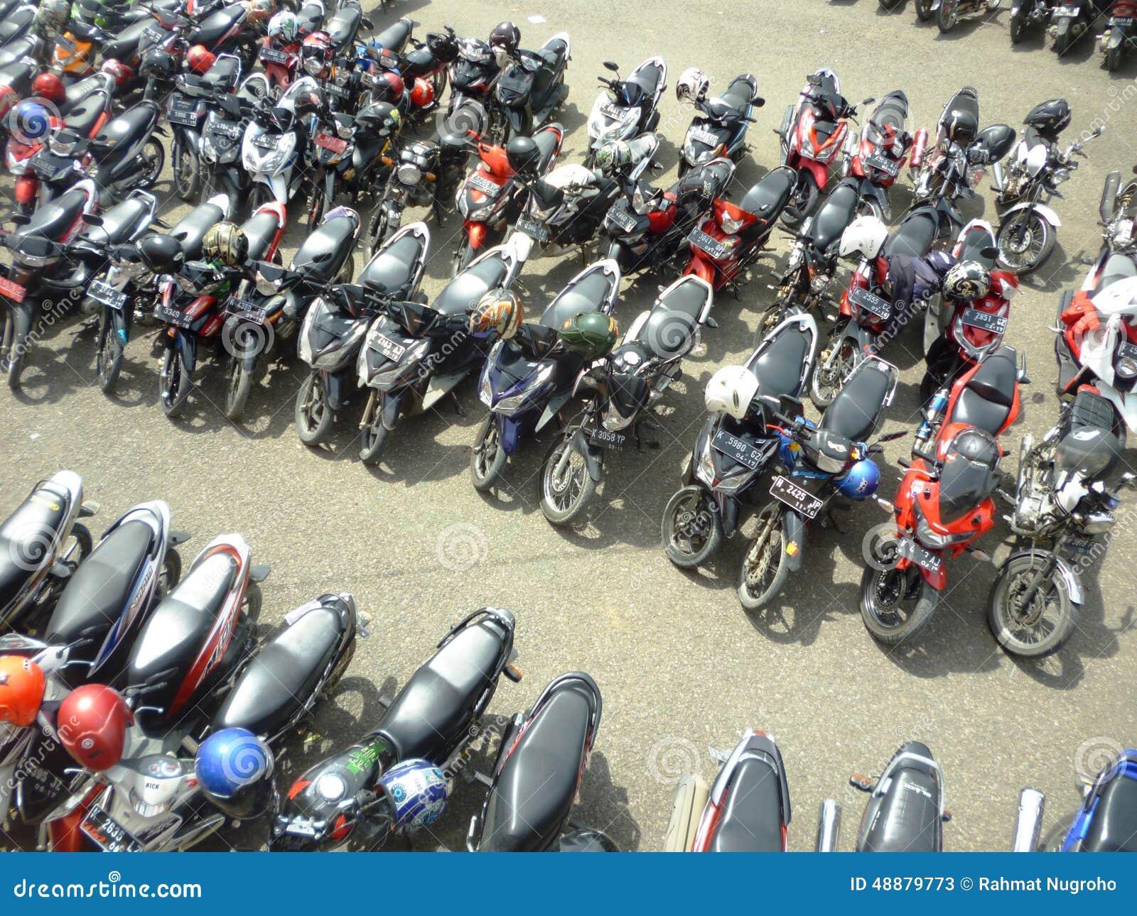 Motorräder geparkt