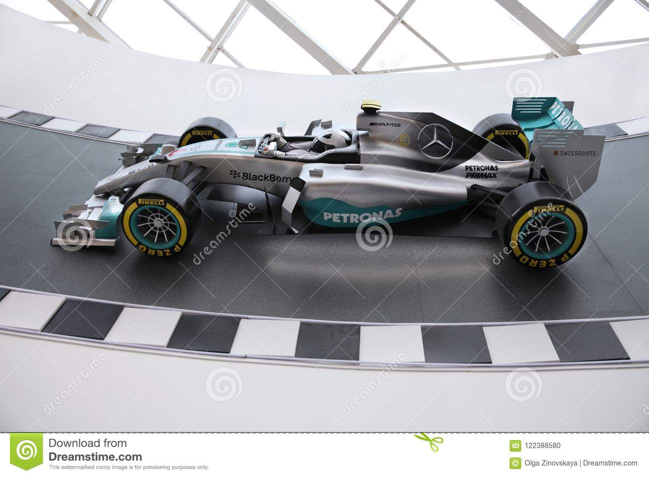 Motorsportrennwagen Mercedess AMG Petronas in Mercedes Me-conce