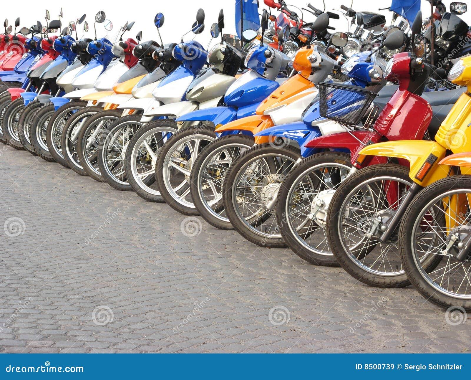 Motos dans la ligne