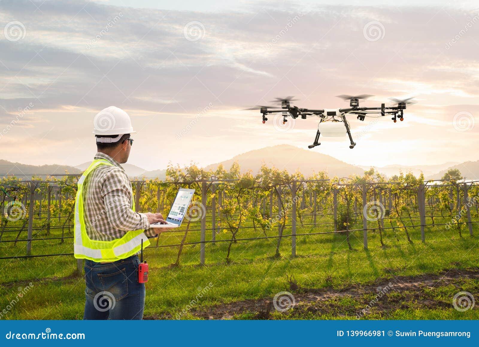 Mouche de bourdon d agriculture de gestion par ordinateur de wifi d utilisation d agriculteur de technicien à l engrais pulvérisé
