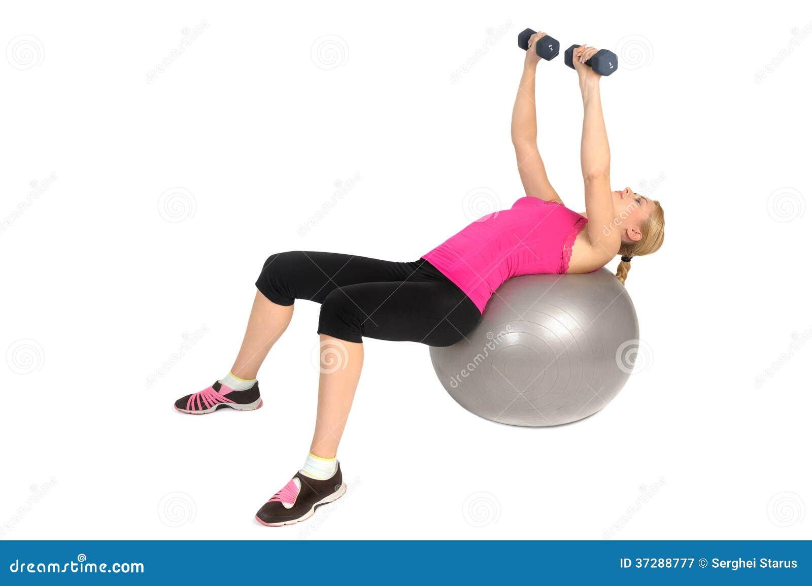 Mouche de coffre d haltère sur l exercice de boule de forme physique de stabilité