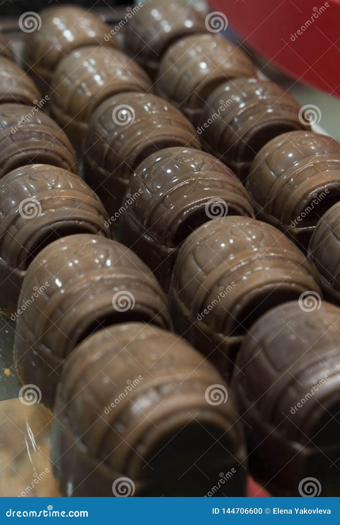 Moulez la sucrerie sous forme de baril
