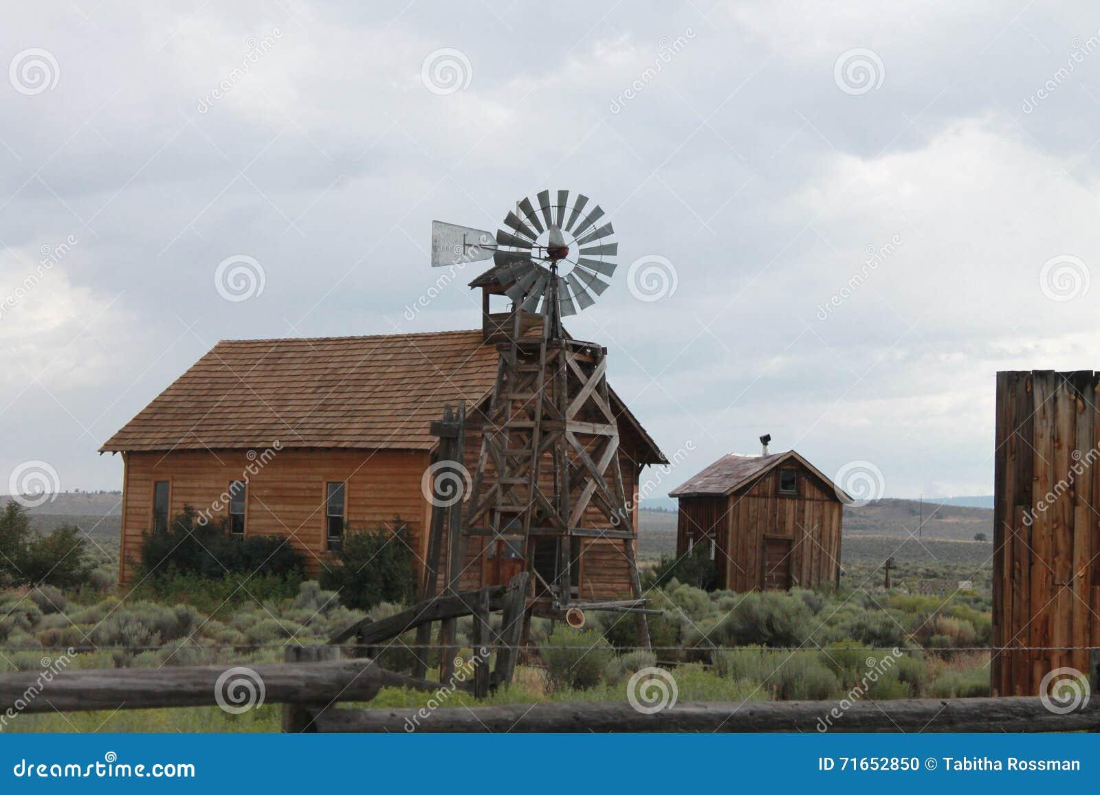 Moulin à vent et fermes