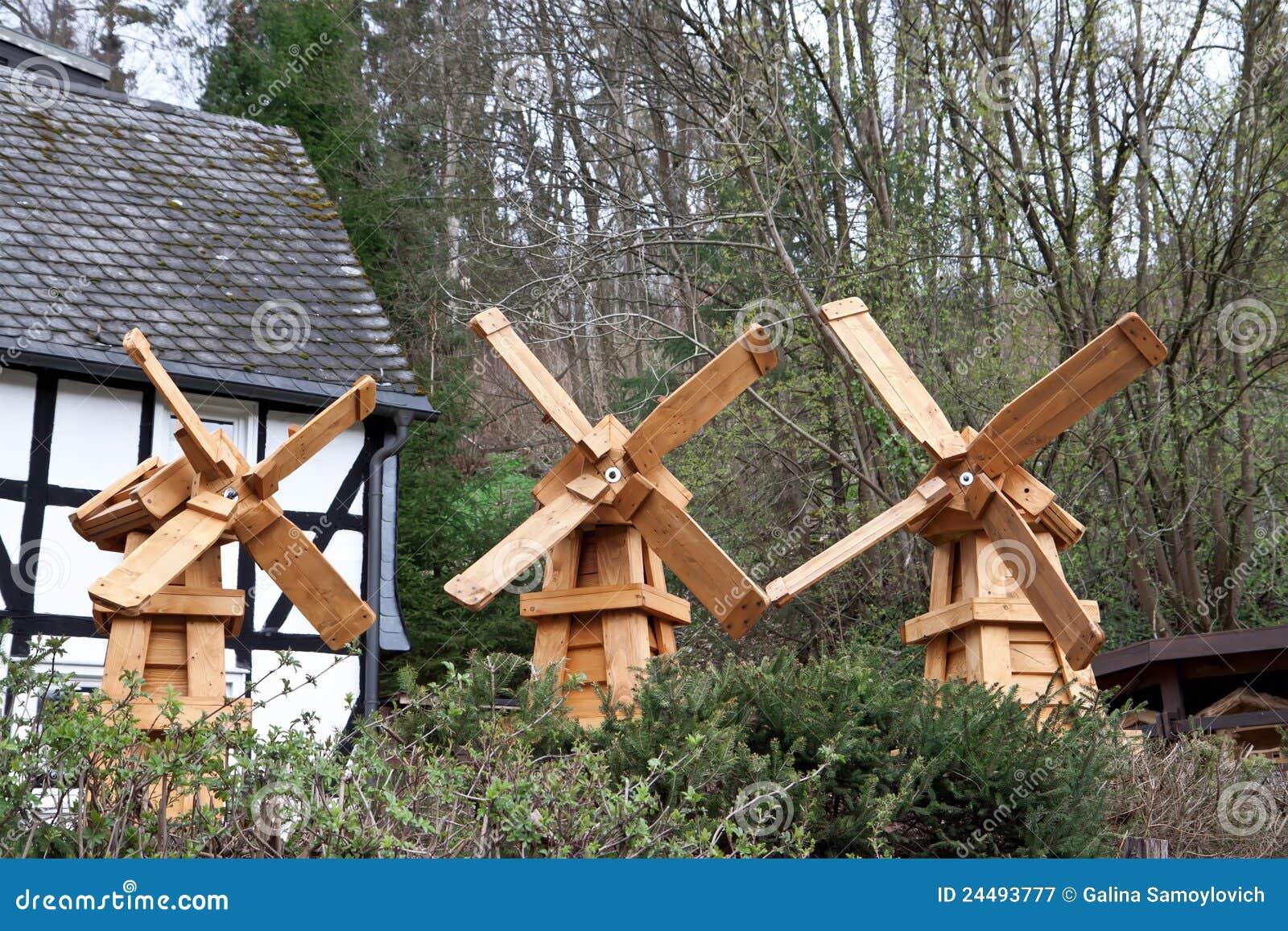Moulin en bois d coratif image stock image du wooden 24493777 - Moulin a vent en bois a fabriquer ...