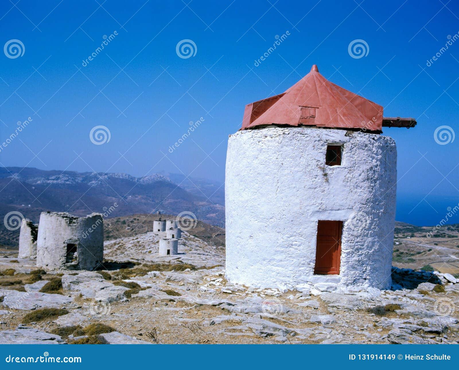 Moulins à vent sur Amorgos, une petite île du Kyklades dans le Meditarranean, Grèce