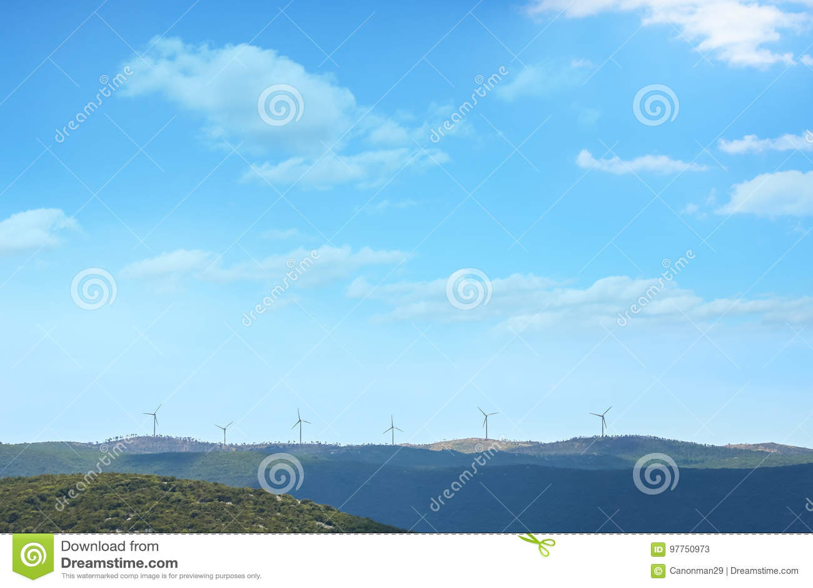Moulins à vent sur la colline