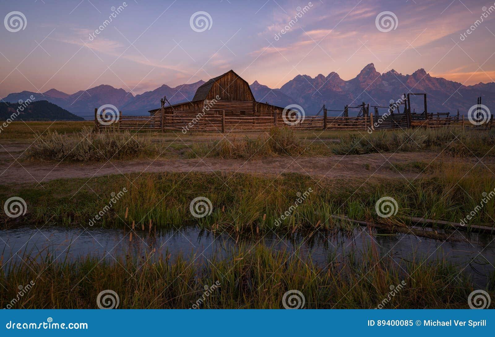 Moulton-Scheunennebenfluß bei Sonnenaufgang